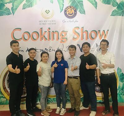 """Students attended the """"Cooking Show"""" organized by Vietnam Cuisine Culture Association"""