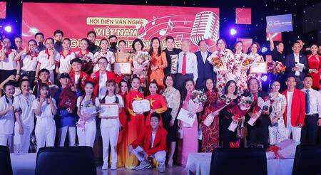 """Nhiều trường ĐH tham gia Hội diễn văn nghệ """"Việt Nam - Vững niềm tin chiến thắng""""."""
