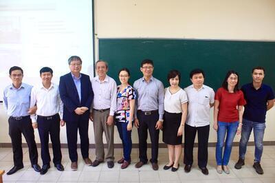 Prof. Jeahan Kim presented in a seminar at STU