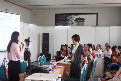 Dr. Rangrong Yoksan (Head of Packaging Department – Faculty of Agroindustry – Kasetsart University, Thailand) presented in a seminar at STU