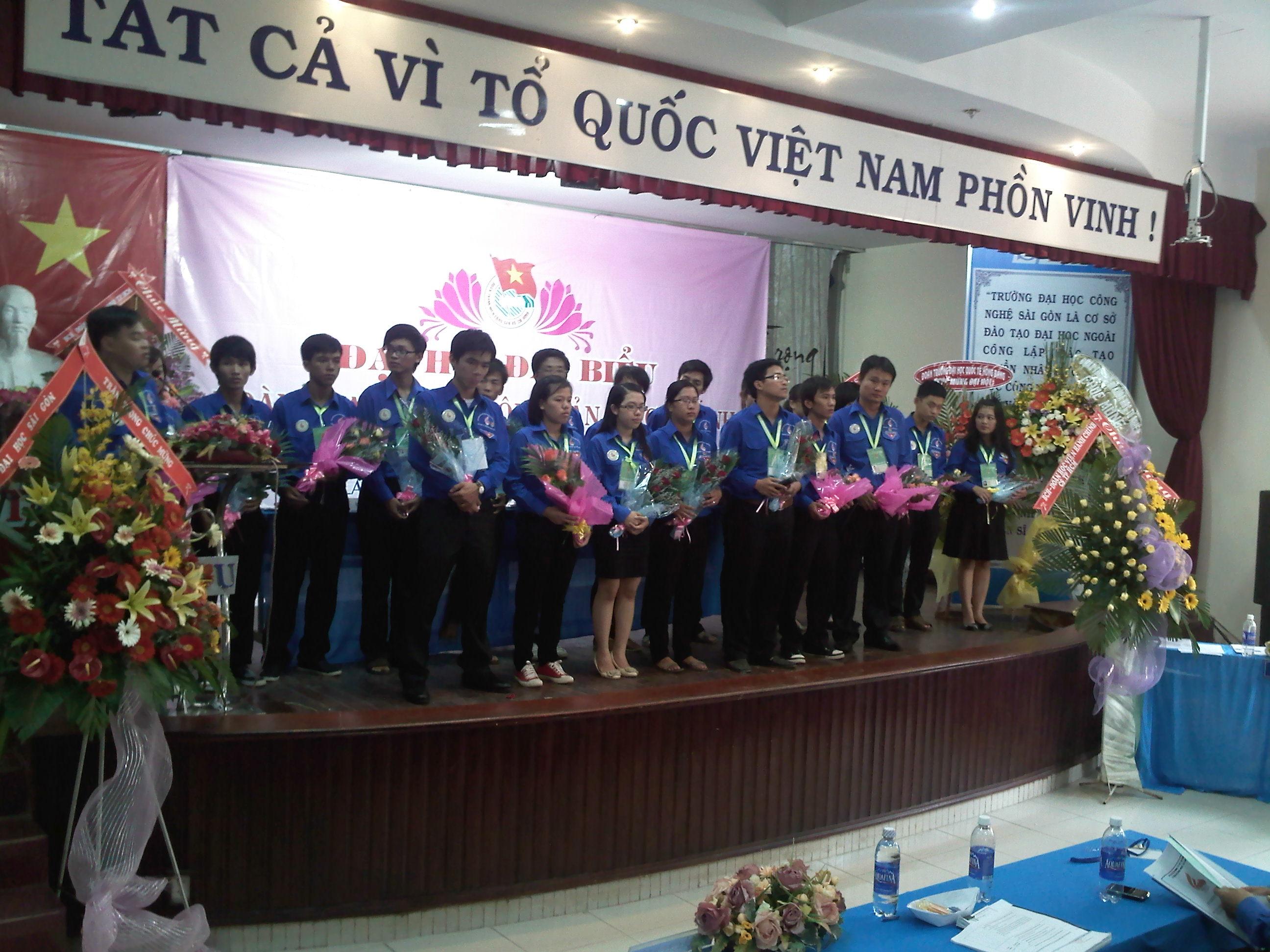 Ban Chấp hành Đoàn trường nhiệm kỳ VI ra mắt Đại hội